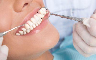 Tot ce trebuie să ştii dacă vrei să îţi faci un implant dentar